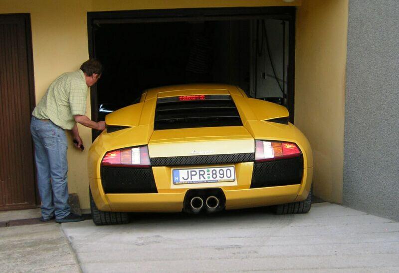 Na moje nové auto je moje stará garáž malá :-(