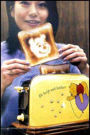 Speciální toaster, který připaluje obrázek Méďi.