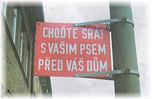 Cedule určená pro majitele pejsků.
